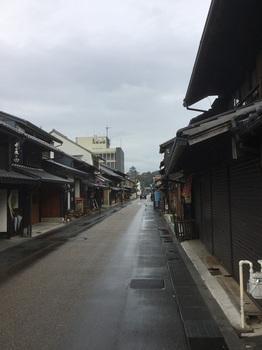 犬山城前の商店街.JPG