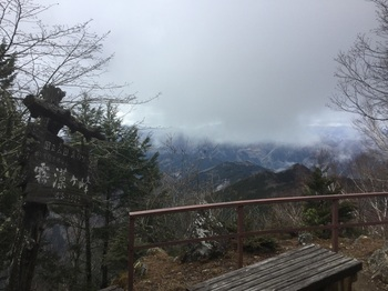 霧藻ヶ峰休憩所から.JPG